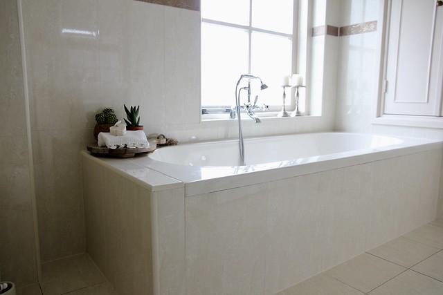 Ligbad badkamer landelijke stijl