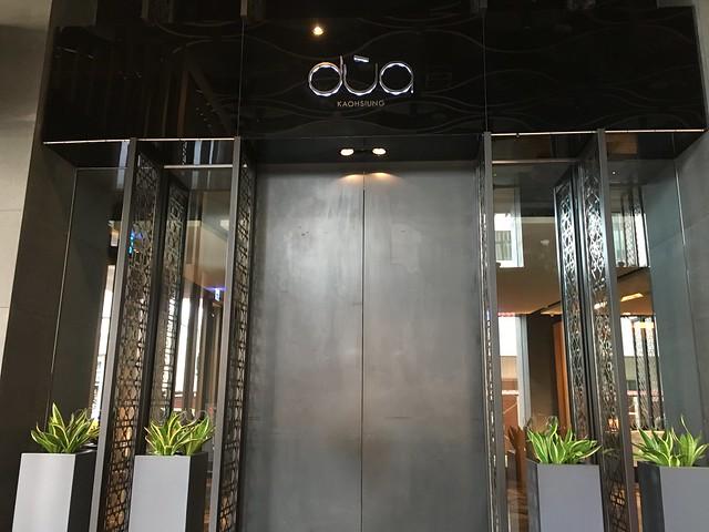 大門低調得像一面牆一樣,一靠近就自動往左右分開@高雄Hotel dùa住飯店