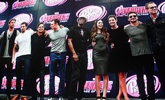 2017-Avengers Cast Photo at the Marvel Booth at SDCC-02