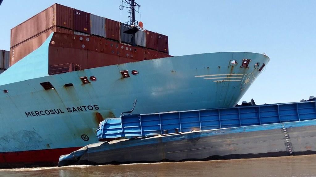 Polícia apura as causas do choque entre navio e comboio de balsas em Óbidos, acidente em obidos. Foto - Marcos Cantuário