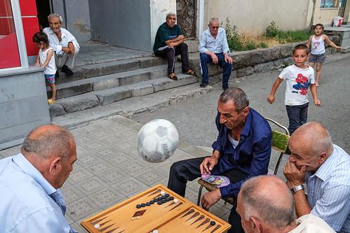 Games - Echmiadzin, Armenia por Maciej Dakowicz