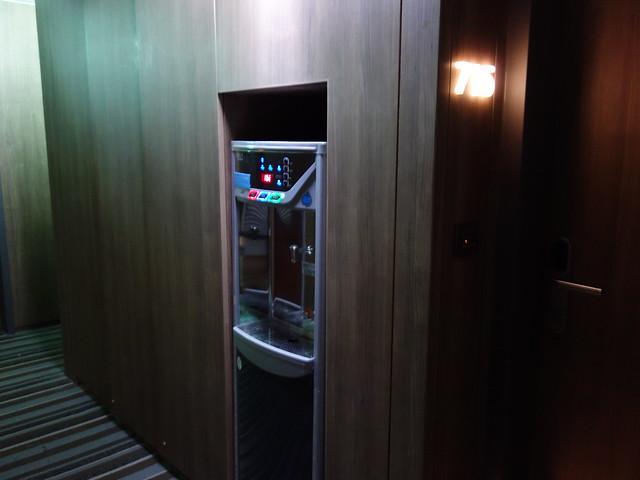 每層樓都有飲水機,可惜光源昏暗了一點,看不出來水裝滿了沒@捷絲旅高雄中正館HAPE主題家庭遊戲房