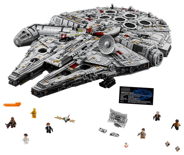 75192 Ultimate Collector Series Millennium Falcon 4