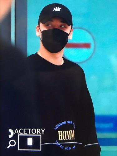 Seungri arrival Seoul from Macau 2017-08-20 (3)