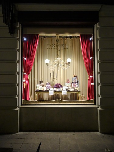 Wien, 1. Bezirk (the art of decorating shop windows of Vienna), Demel K.u.K. Hofzuckerbäcker Wien (Kohlmarkt)