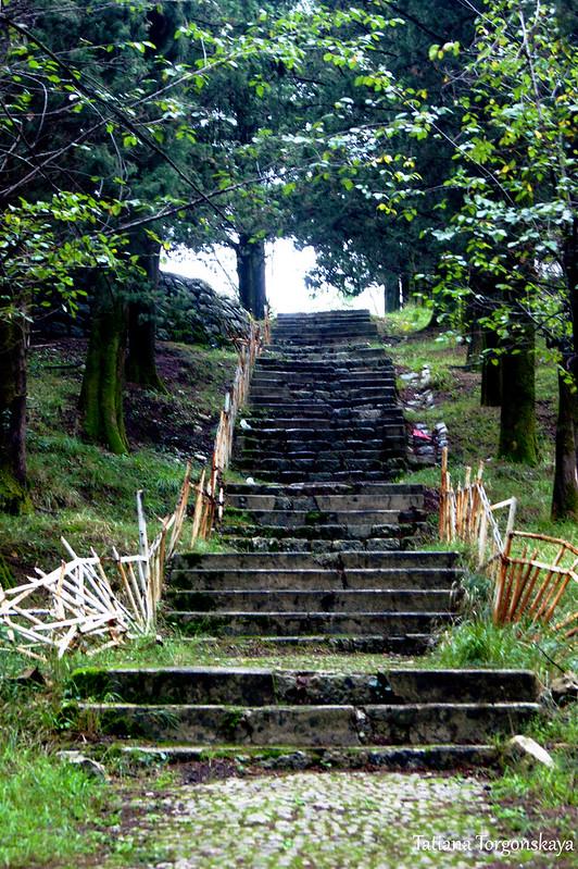 Лестница к архитектурному комплексу