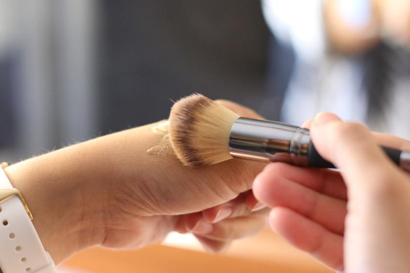 makeup-brush-liquid-foundation-4
