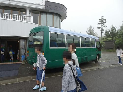 王ヶ頭ホテルの4列バス