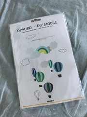 Hot air balloon mobile kit from Flying Tiger in Ireland. How it worked and what it looks like. | EvinOK.com