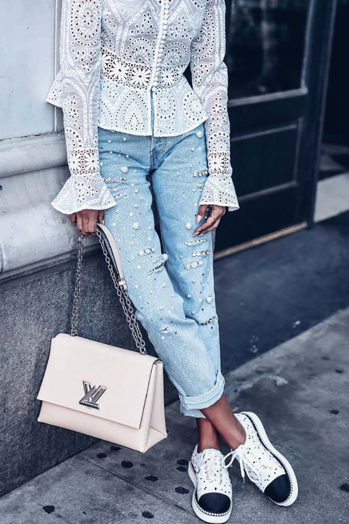 outfits with pearls for autumn denim heels street style fashion trend accessories4