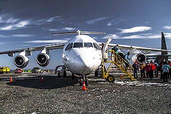 Aerovías DAP BAe146 pasajeros desembarcando (DAP)