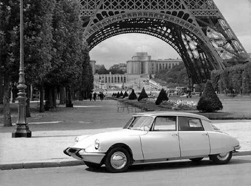 Citroen-DS-Eiffel