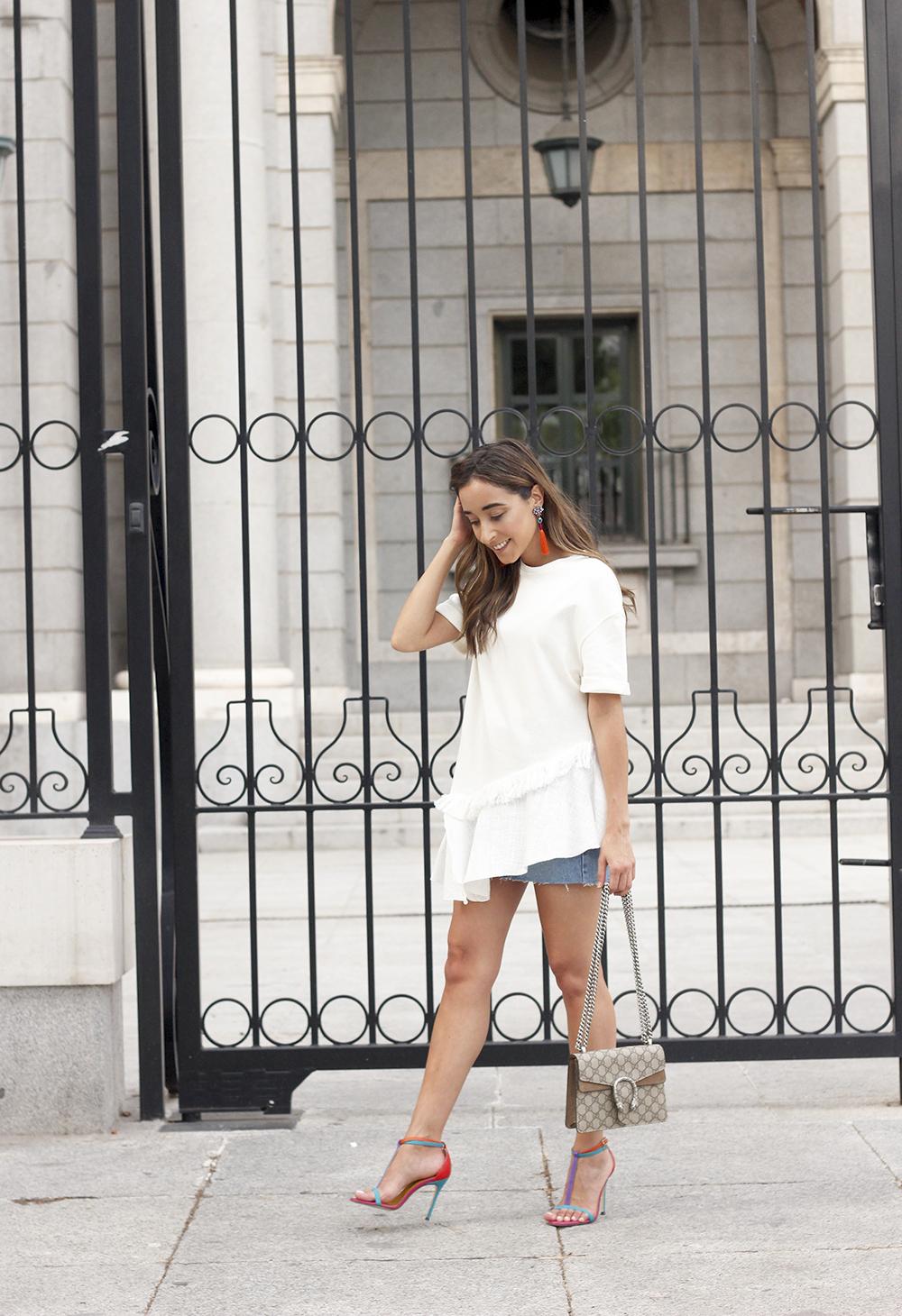 white blouse denim skirt carolina herrera sandals gucci bag summer girl outfit04