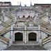 Escaleras y turistas en la Basílica del Voto Nacional