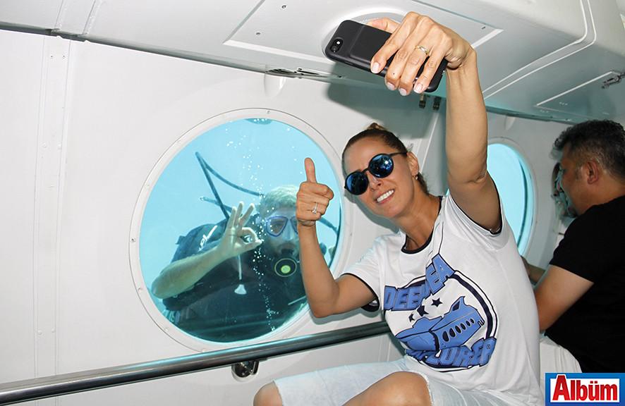 Niran Ünsal'ın denizaltı keyfi