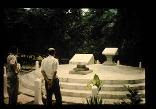 本間中將の墓