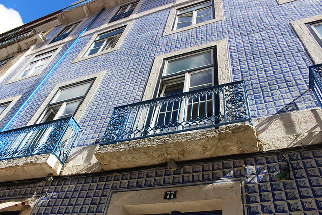 mur d'azuléjos bleus