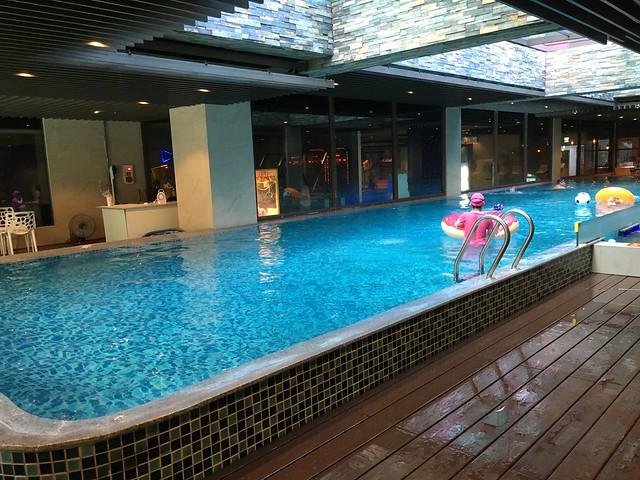 一般的泳池,池水感覺也不太深@屏東恆春墾丁怡灣渡假酒店