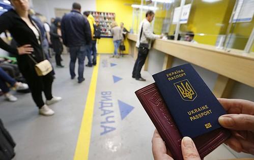 За три місяці дії безвізу відмовили лише 61 українцю