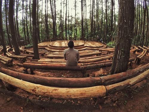 Panggung terbuka hutan pinus Mangunan