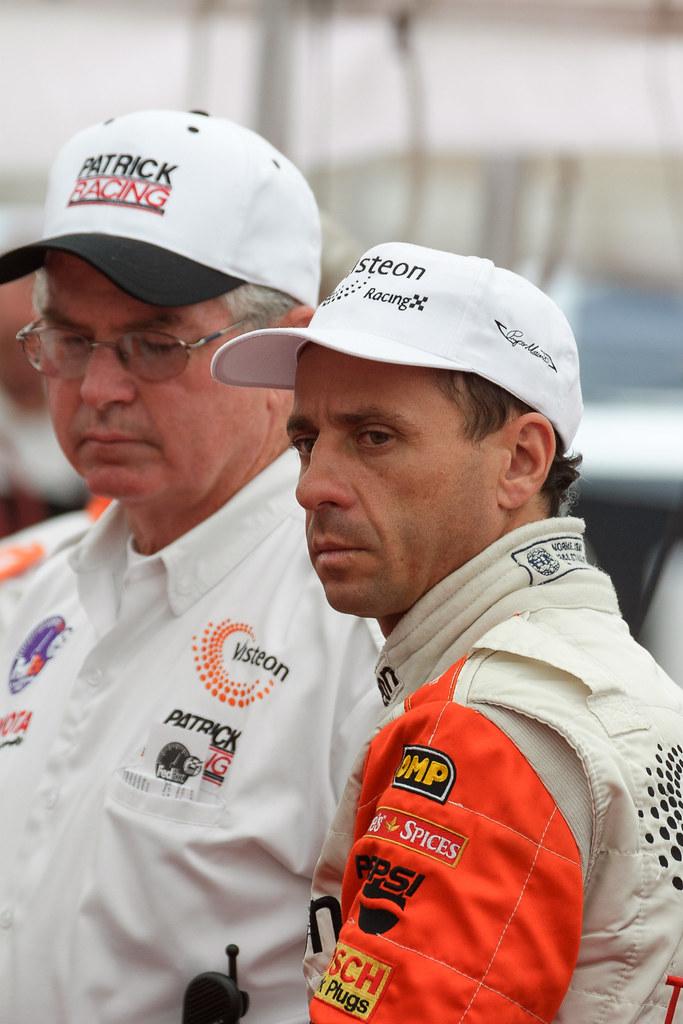 Roberto Pupo Moreno talks to his Patrick Racing crew during Friday practice at the 2001 CART race at Portland International Raceway