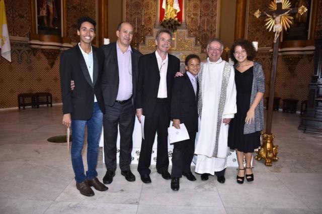 Papa Francisco parabeniza casal gay que batizou filhos na Igreja Católica