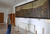 Vor dem Einwanderungsbild von Stefan Jäger im Haus Adam Müller-Guttenbrunn in Temeswar