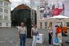 Auf dem Domplatz vor einem Werbestand. Temeswar ist zur europäischen Kulturhauptstadt für das Jahr 2021 gewählt worden.