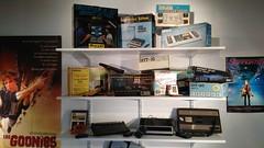 Étagère de consoles des années 70-80 (partie du haut)