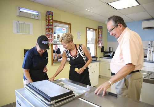 IMG_6166 Premier Kathleen Wynne and Jeff Leal toured Kawartha Dairy and served ice cream to customers.