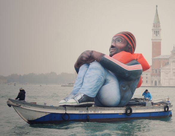 Venice-Inflatable-Refugee-c-Dirk-Kinot
