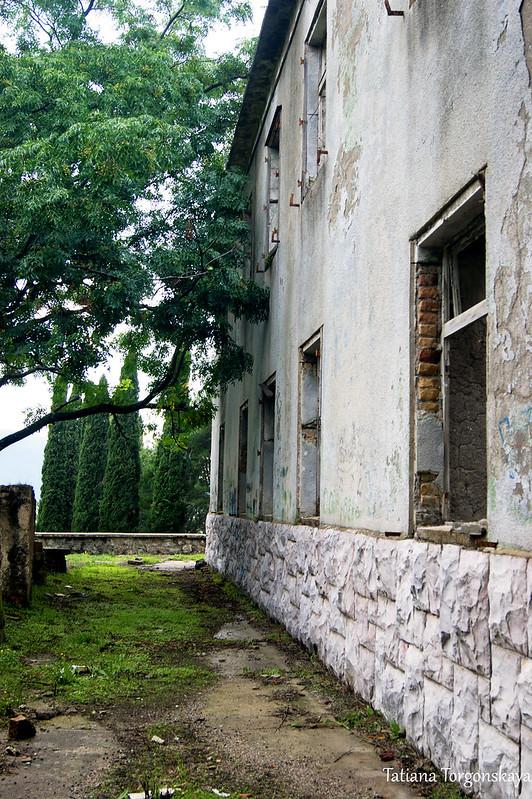 Перед домом