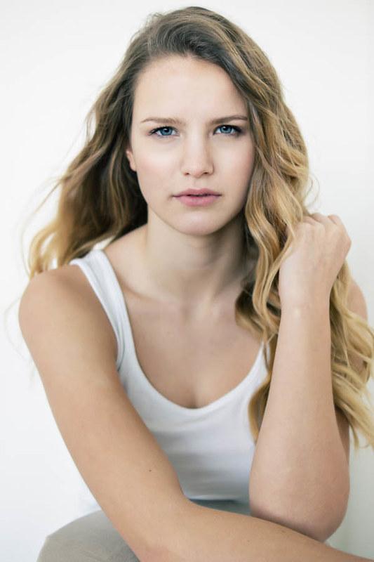 Emma Hamstra 900 px-5