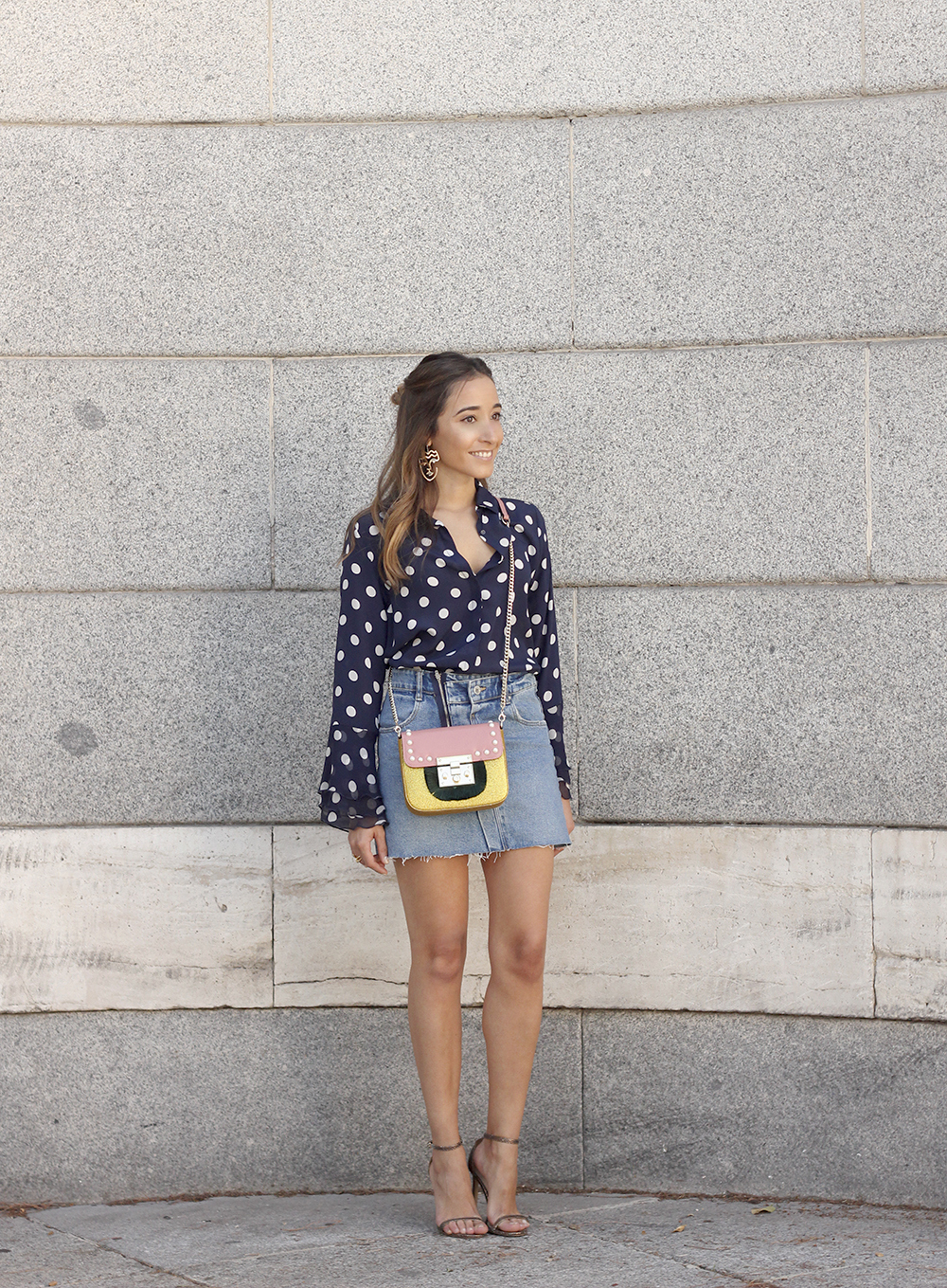 Polka dots shirt uterqüe bolso denim skirt girl outfit fashion01