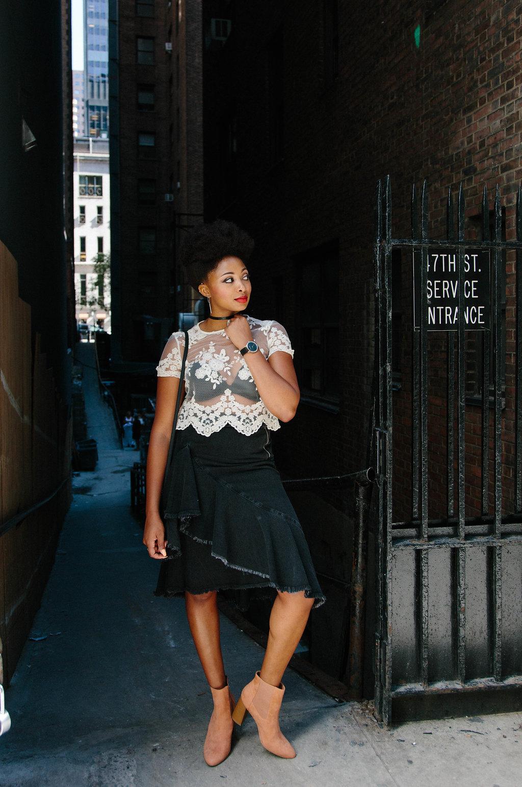how to wear a ruffled denim midi skirt
