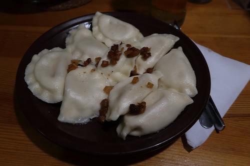 Pierogi ruskie (= Piroggen gefüllt mit Kartoffeln, Zwiebeln sowie Schichtkäse)