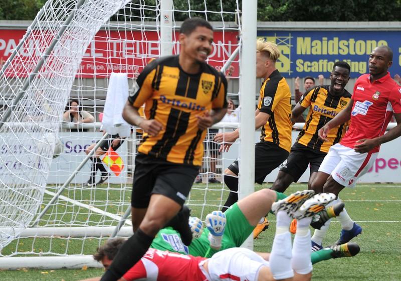 Maidstone United v Wrexham 112