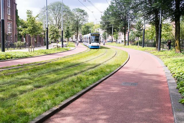 Radweg mit Straßenbahn