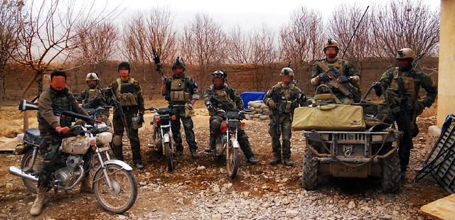 Ομάδα της MARSOC μαζί με Αφγανούς στρατιώτες. Διακρίνεται ένα SCAR-H με διόπτρα Spectre-DR και βομβιδοβόλο σε ρόλο υποστήριξης.
