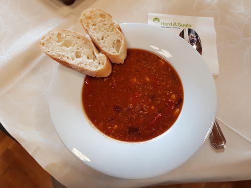 Chili con Carne mit Baguette