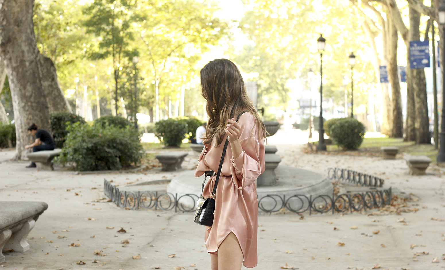 Pink Pale satin dress givenchy bag black heels outfit autumn style fashion09