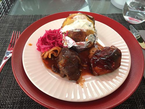 25 - Chicken saltimbocca, pork cheeks & oven potato / Hähnchen-Saltmibocca, Schweinebäckchen &Ofenkartoffel - Fine Living Hotel Oestrich-Winkel
