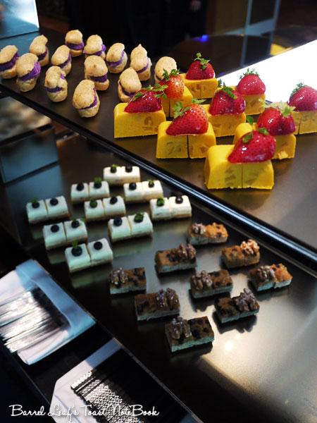 ambassador-hotel-aqua-lounge-buffet (29)