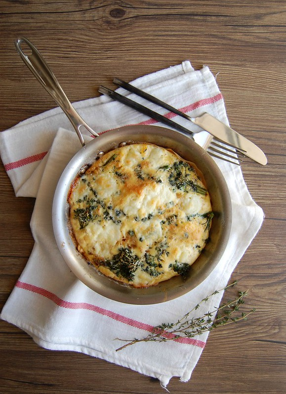Broccolini, caramelized onions and mozzarella frittata / Frittata de brócolis, cebola caramelizada e mozarela fresca