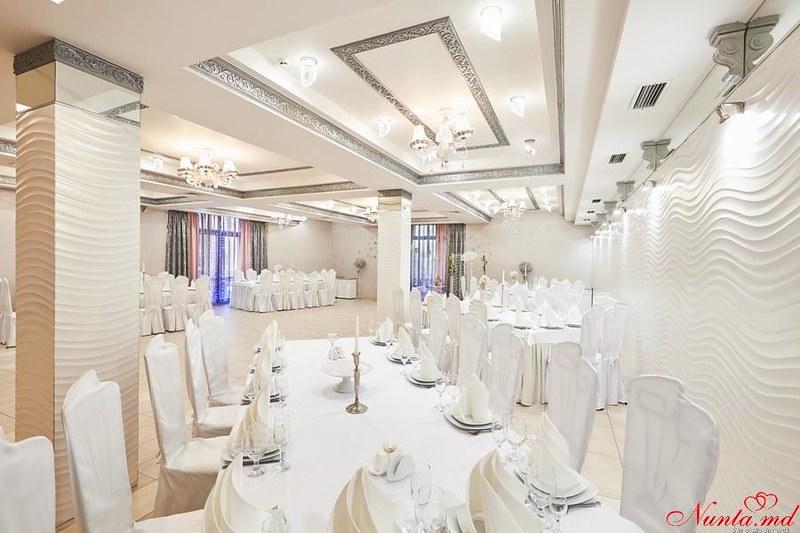 Restaurantul Vila Nouă > Foto din galeria `Sala Mica`