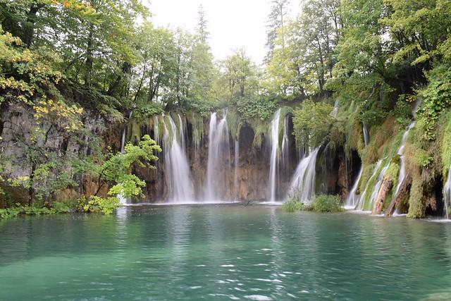 プリトヴィツェ湖群国立公園にたくさんある滝のひとつ