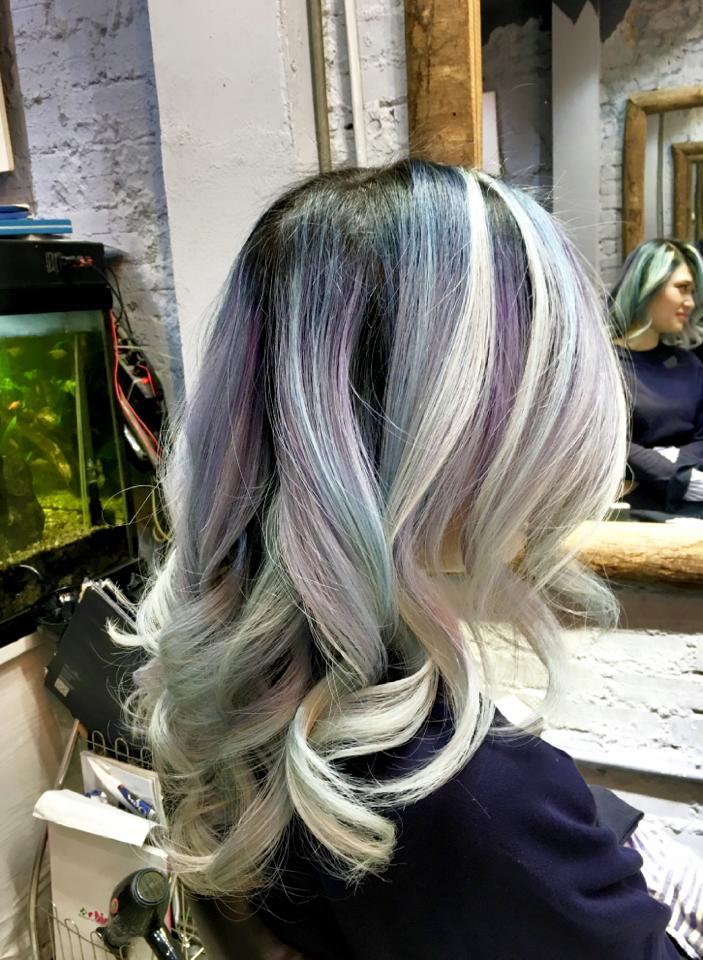 Bộ sưu tập kiểu tóc nghệ thuật nhiều mầu sắc của NTM Calvin Tú
