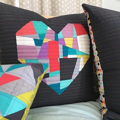 I'll be teaching my crazy piecing technique November 4th with the Seattle Modern Quilt Guild and at Quiltcon in February. Making new samples to inspire❤️. #sewkatiedidworkshops #splitpersonalityquiltblock #seamqg #quiltcon