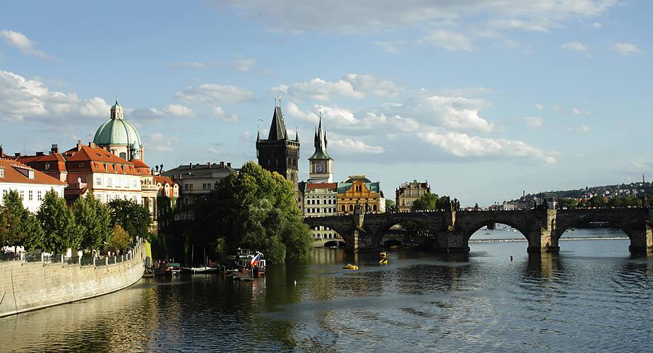 Fietsen in Praag: uitzicht over de Karelsbrug | Mooistestedentrips.nl