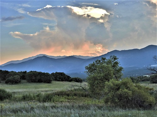 janeelizabethlazarz walkingcolorado nikon p900 nikonp900 nikoncoolpixp900 coloradosprings colorado janelazarz photographybyjaneelizabethlazarz breathtakingcolorado clouds mountains sunset coloradolandscape grassland trails walkingtrails